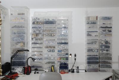 Umfangreiche Ersatzteile für Leuchtenreparaturen, Restaurierungen und Leuchtenbau.